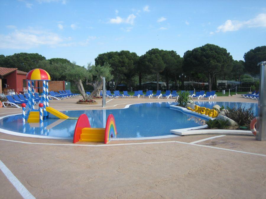 Atipic girona for Piscina municipal girona